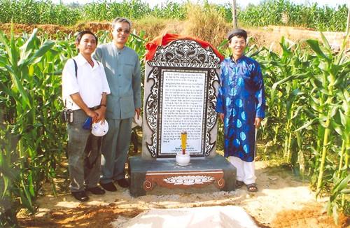 Ngôi mộ gió của Chánh đội trưởng thủy quân Hoàng Sa Phạm Hữu Nhật trên đảo