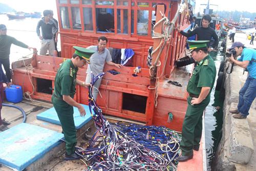 Trung Quốc nhiều lần ngang ngược đập phá tài sản của ngư dân Quảng Ngãi