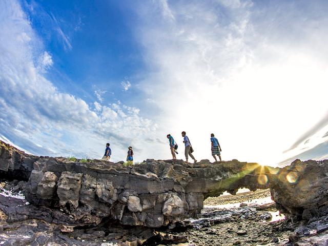 Du khách đến huyện đảo Lý Sơn ngày càng tăng, góp phần thúc đẩy phát triển mạnh ngành TM-DV.