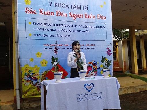 Tổ chức khám bệnh, cấp thuốc và tặng quà cho các hộ nghèo trên huyện đảo Lý Sơn