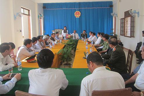 Đoàn công tác làm việc với lãnh đạo Huyện ủy và TAND huyện Lý Sơn
