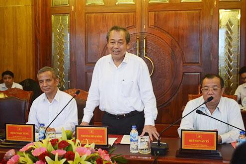 Bí thư Trung ương Đảng, Chánh án TANDTC Trương Hòa Bình phát biểu tại buổi làm việc với Tỉnh ủy Quảng Ngãi