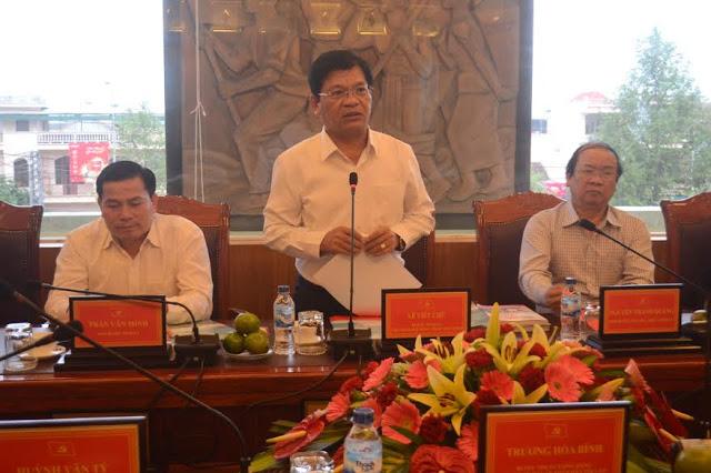 Đồng chí Lê Viết Chữ, Bí thư Tỉnh ủy, Chủ tịch HĐND tỉnh Quảng Ngãi tiếp thu và cảm ơn những ý kiến chỉ đạo của Chánh án TANDTC