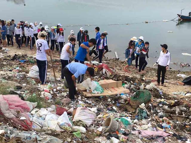 Gần 200 học sinh huyện đảo tham gia dọn rác. - Hình 5
