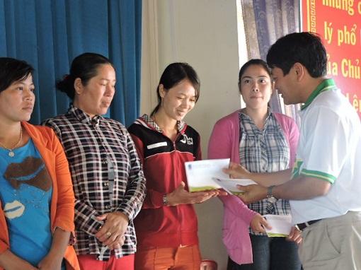 Trao 50 xuất quà tết cho ngư dân Lý Sơn - Hình 2