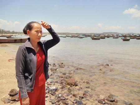 Vợ ngư dân Nguyễn Huê (ở xã Bình Châu, huyện Bình Sơn, tỉnh Quảng Ngãi) mất tích tại Hoàng Sa cùng ngư dân Bùi Thanh Sơn vào năm 2008
