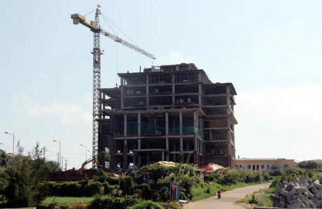 Khách sạn của tập đoàn Mường Thanh đang xây dựng trên vị trí được xem là 'đất vàng' của hòn đảo.