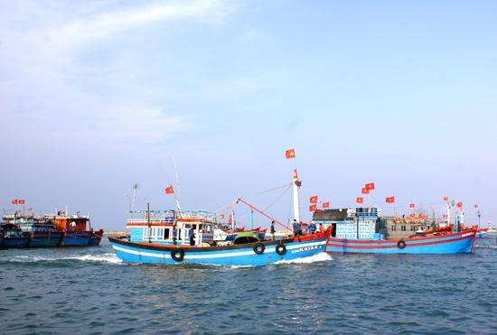 Lý Sơn tập trung tuyên truyền bầu cử cho ngư dân