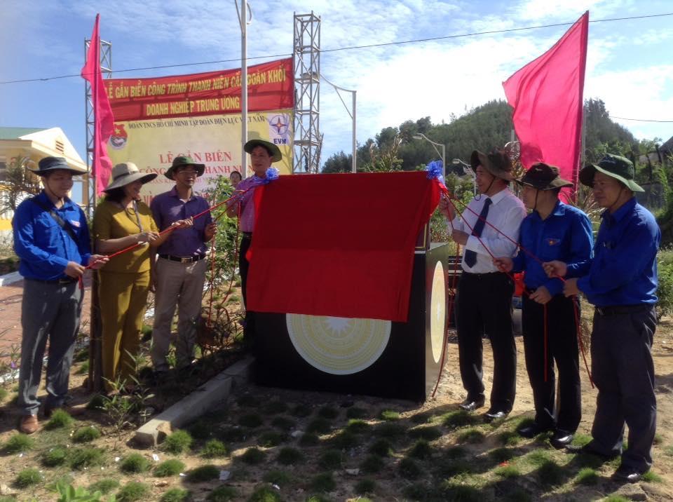 """Lễ gắn biển công trình thanh niên """"Đường lên Nghĩa trang Liệt sĩ huyện Lý Sơn"""""""