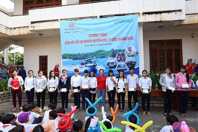 Trao học bổng Nguyễn Thái Bình cho học sinh Lý Sơn