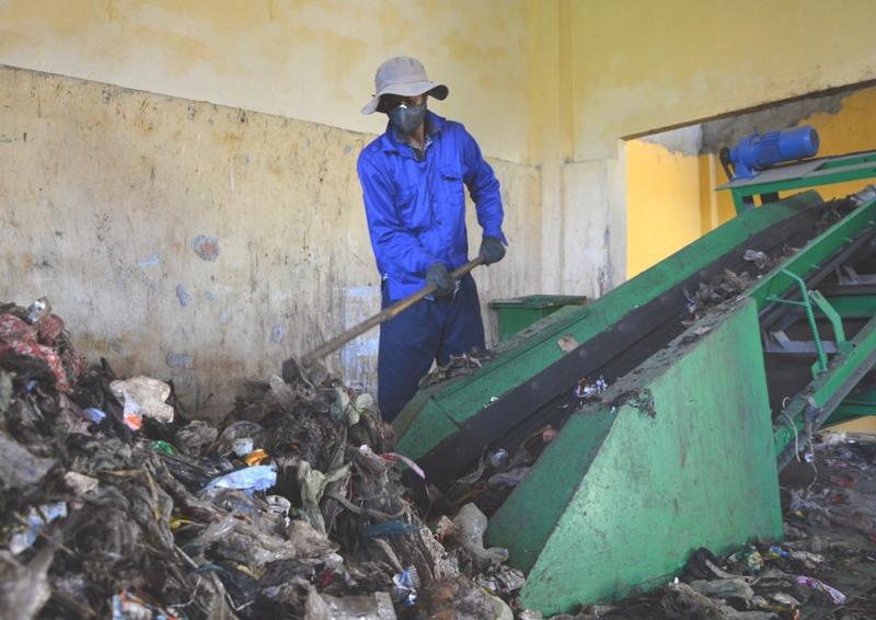 Dây chuyền xử lý phân loại rác.