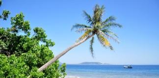Đảo Lớn – nhìn từ đảo Bé huyện Lý Sơn. Ảnh: Minh Hoàng.