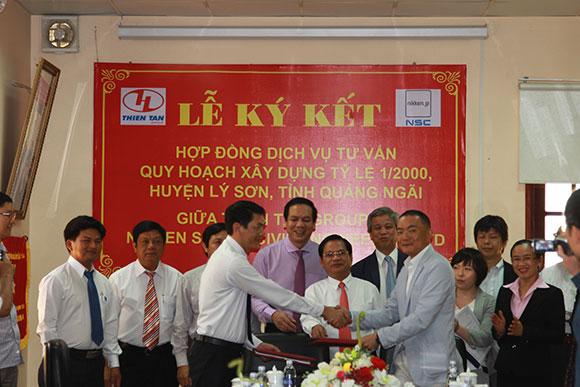 Đại diện Thiên Tân Group và Nikken Sekkei Civil Engineering Limited Company (Nhật Bản) ký kết hợp đồng tư vấn quy hoạch cho dự án Phát triển Đảo Lý Sơn tại tỉnh Quảng Ngãi – Ảnh VNS