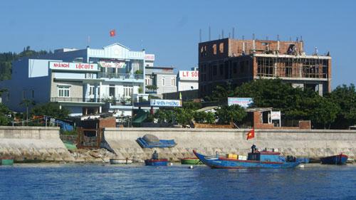 Huyện đảo Lý Sơn ngày càng khang trang, hiện đại hơn.