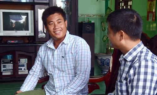 Anh Trần Hiền, thôn Tây, xã An Vĩnh, trò chuyện với phóng viên Báo Hà nội mới