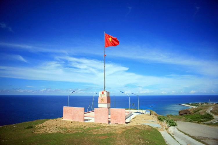 Lặng ngắm vẻ đẹp kỳ vĩ của cột cờ đảo Lý Sơn - Trang thông tin xã hội - du  lịch Đảo Lý Sơn