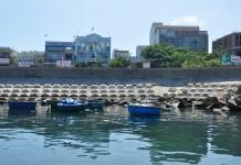 Người dân ồ ạt xây nhà nghỉ, khách sạn gần khu vực cảng Lý Sơn. Ảnh: Minh Hoàng.