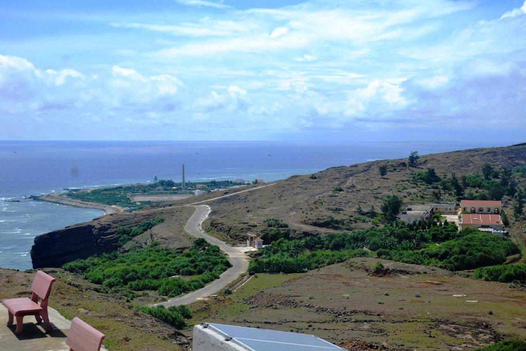 Nhiều dự án trồng rừng được triển khai trên đảo như dự án PAM, 327... Tuy nhiên, hiệu quả mang lại từ các dự án này không cao
