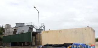Thiết bị, vật tư tập kết tại nhà điều hành hệ thống cấp nước để chuẩn bị thay thế tuyến ống chính bị dỡ bỏ do chồng lấn vị trí xây dựng đường trung tâm huyện Lý Sơn.