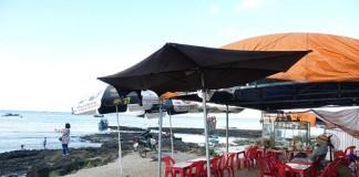Hàng loạt thắng cảnh trên đảo Lớn và cả đảo Bé bị người dân xâm chiếm dựng lều, quán.