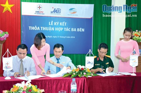 MB Quảng Ngãi ký kết với Viettel Quảng Ngãi và Điện lực Quảng Ngãi để triển khai các dịch vụ.