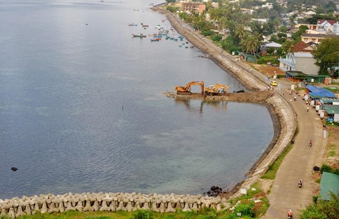 Khu vực xây cảng du lịch Bến Đình ở thôn Đông, xã An Vĩnh (huyện đảo Lý Sơn). Ảnh: Minh Hoàng.