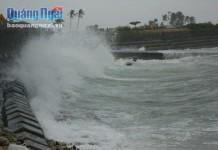 Đảo Lý Sơn hiện có sóng biển cao từ 2-3 mét, biển động mạnh (ảnh: Văn Mịnh)