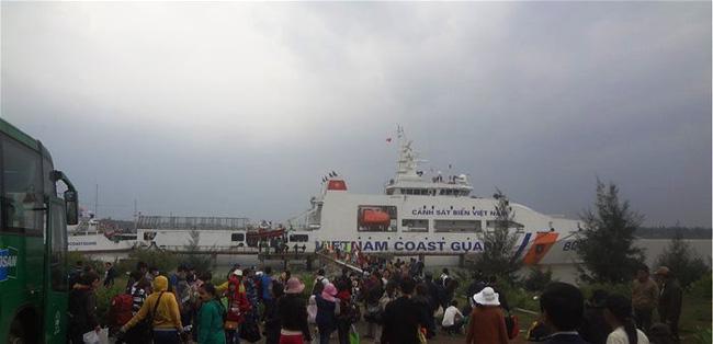 Đưa người dân đảo Lý Sơn về đát liền đón Tết. (Ảnh minh họa: Thời báo Kinh tế Sài Gòn Online)