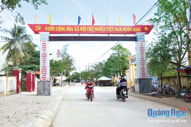 Tuyến đường từ cồn An Vĩnh đến chợ huyện đã được làm mới và đưa vào sử dụng dịp Tết này.