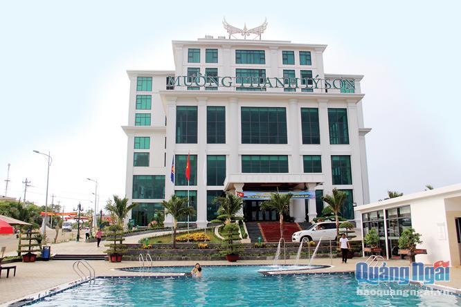 Khách sạn Mường Thanh Lý Sơn được Tập đoàn Mường Thanh đầu tư xây dựng hoàn thành trong năm 2016, góp phần cải thiện hạ tầng du lịch cho huyện đảo.