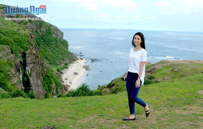 Hoa hậu Đỗ Mỹ Linh tham gia quảng bá du lịch Lý Sơn trong năm 2016.
