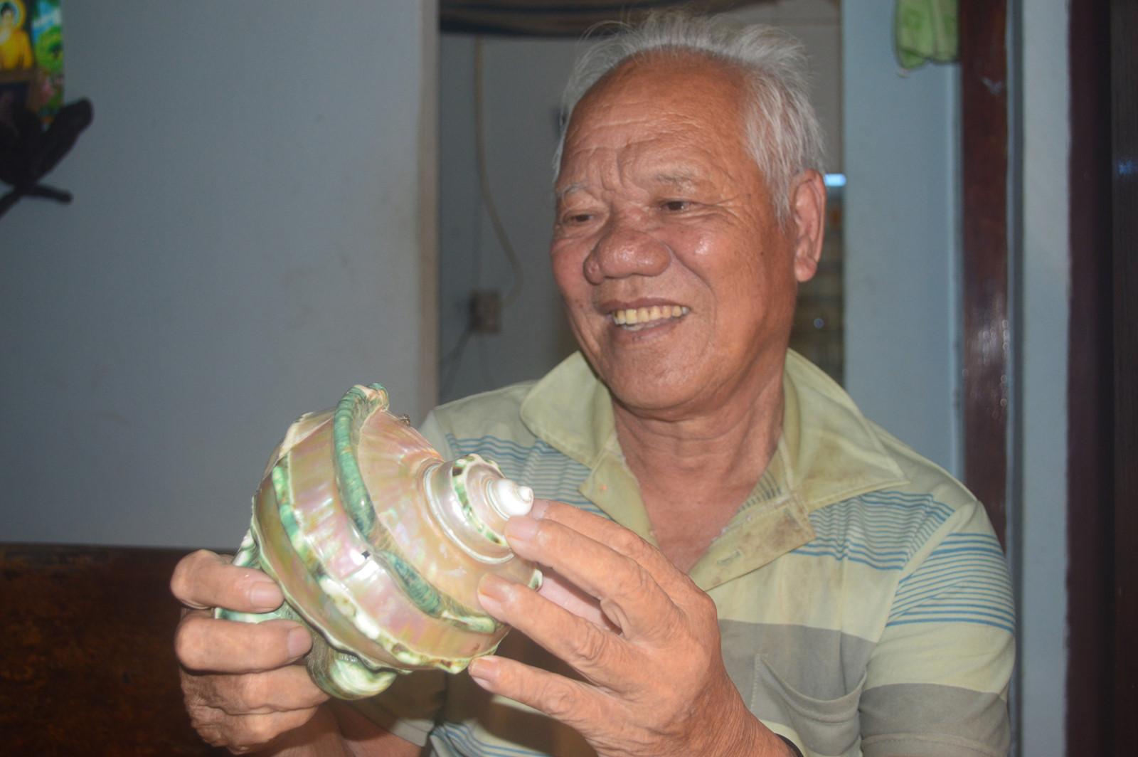 Vỏ ốc xà cừ duy nhất trên đảo Lý Sơn mà lão ngư Bùi Thượng còn lưu giữ