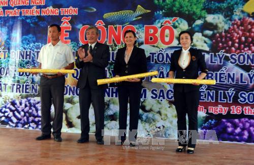 Trao Quyết định thành lập Khu bảo tồn biển Lý Sơn.