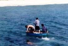 Ngư dân Lý Sơn đang chuẩn bị lặn bắt ốc xà cừ. (Ảnh minh họa).