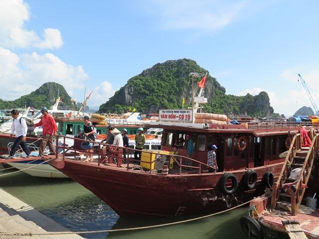 Tàu SB hoạt động tuyến từ đất liền ra đảo Cô Tô, Quảng Ninh