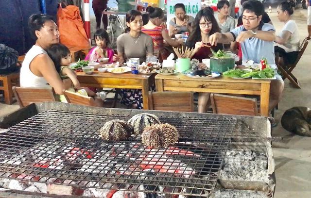 Các món hải sản nướng được nhiều du khách ưa chuộng.