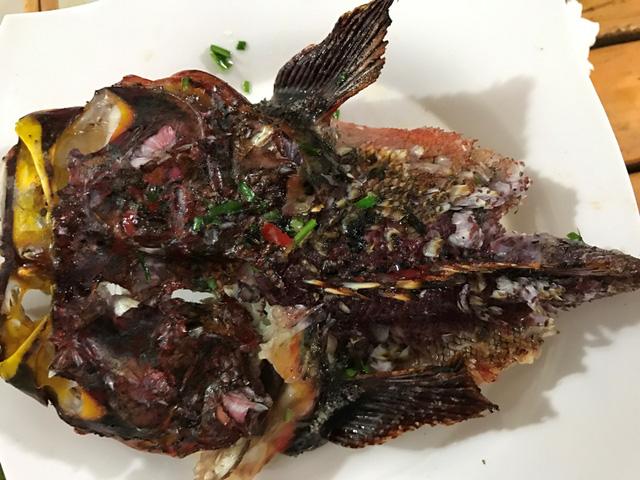 Hải sản nướng ở Lý Sơn không tẩm ướp quá nhiều gia vị nên giữ được hương vị đặc trưng.