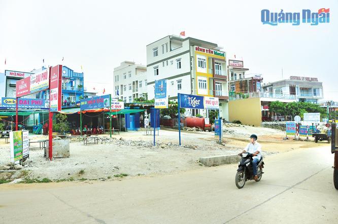 Hàng loạt khách sạn, nhà nghỉ được đầu tư xây dựng ở Lý Sơn trong khi lượng du khách dần ổn định, đang khiến cho nguy cơ cung vượt cầu xảy ra.