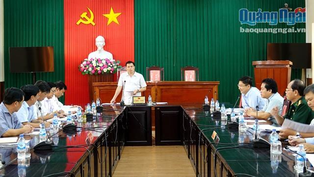 Phó Bí thư Tỉnh ủy, Trưởng Ban Chỉ đạo phát triển huyện Lý Sơn Trần Văn Minh phát biểu tại cuộc họp