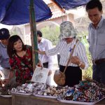 Nhiều sản phẩm mỹ nghệ làm quà tặng du lịch ở Lý Sơn được nhập từ nơi khác về, chưa có dấu ấn riêng.