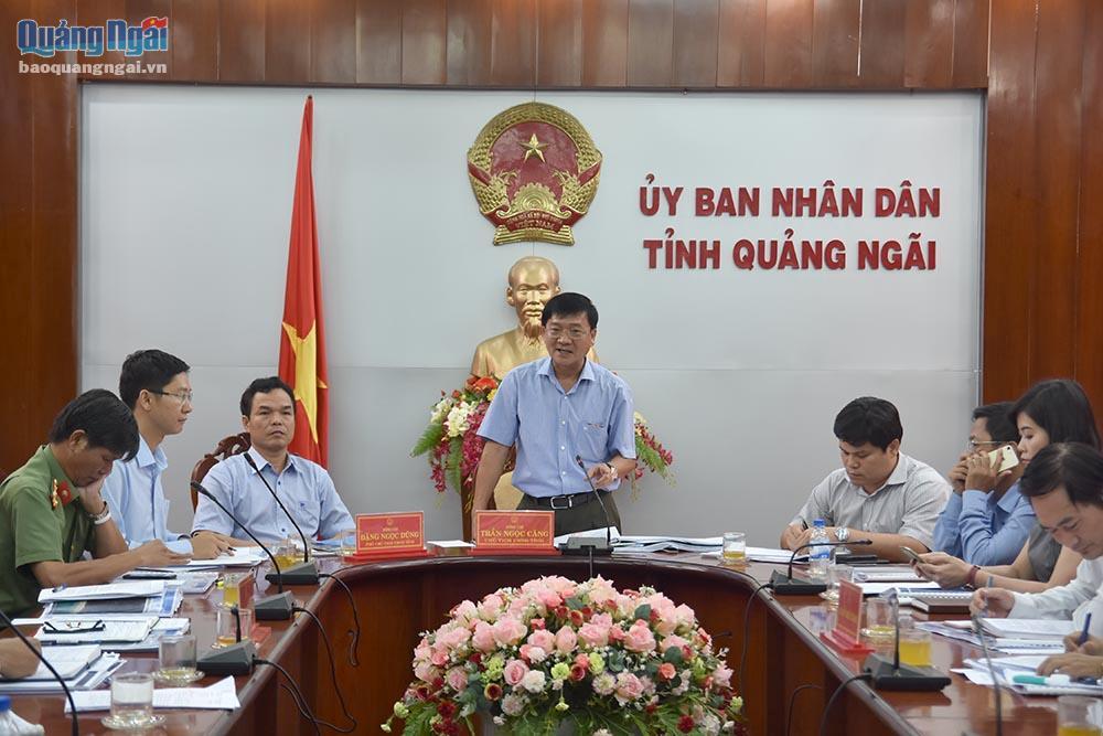 Chủ tịch UBND tỉnh Trần Ngọc Căng phát biểu tại cuộc họp.