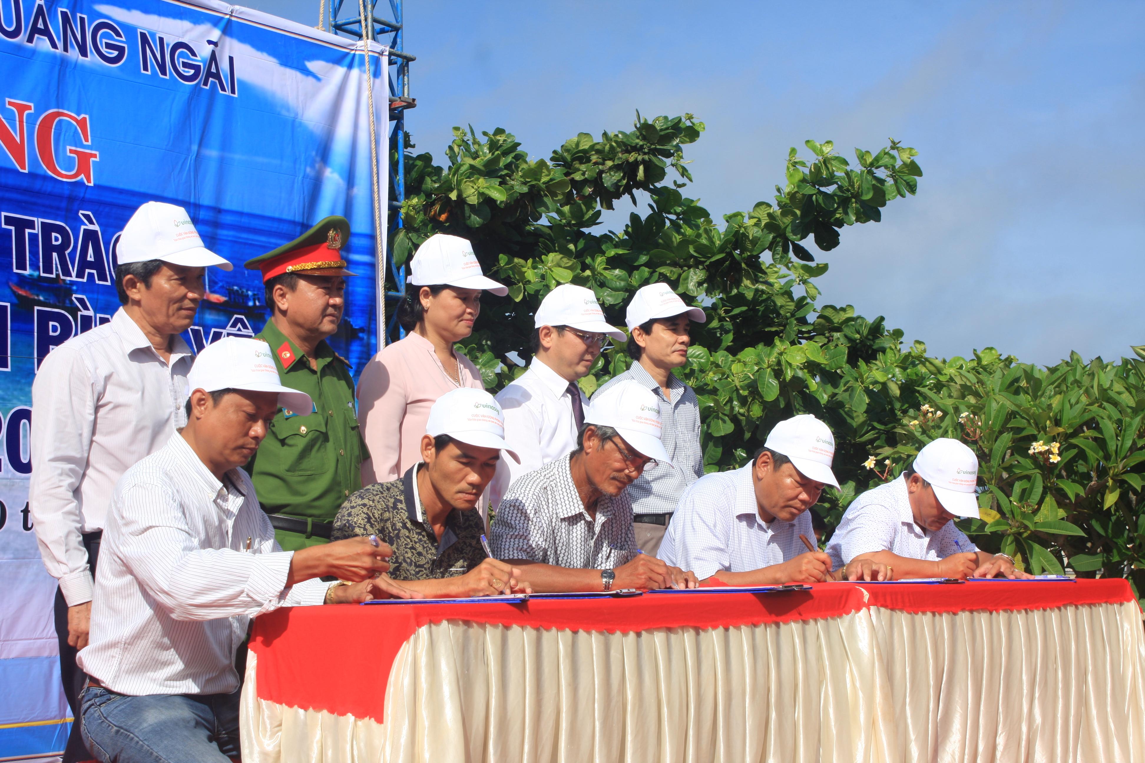 Ban ATGT tỉnh Quảng Ngãi tổ chức ký cam kết cho các chủ doanh nghiệp kinh doanh vận tải đường thủy nội địa trên địa bàn tỉnh.