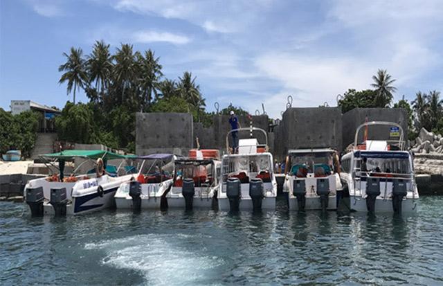 Không đạt chuẩn, tiềm ẩn nguy cơ mất an toàn trong quá trình hoạt động vận chuyển khách nên 10/16 canô tuyến đảo Lớn-đảo Bé và ngược lại bị tạm dừng hoạt động.