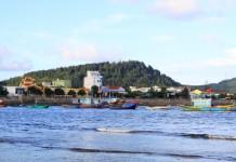 Huyện Lý Sơn vận động nhân dân, du khách hạn chế sử dụng túi nilon nhằm bảo vệ môi trường biển.