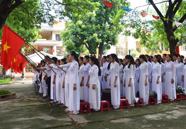 Tỉnh Quảng Ngãi ban hành nhiều chính sách hỗ trợ học sinh trường THPT chuyên Lê Khiết.