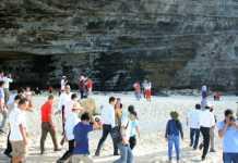Du khách tham quan huyện đảo Lý Sơn 