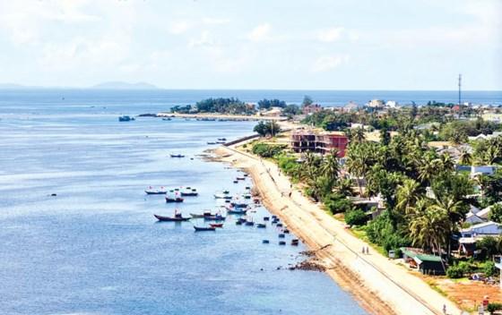 Bê tông hóa xung quanh đảo Lý Sơn.