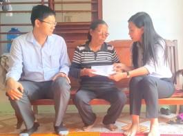 Chủ tịch Hội đồng nhân dân tỉnh Bùi Thị Quỳnh Vân đến thăm tặng quà các gia đình thương binh, chính sách ở Lý Sơn.