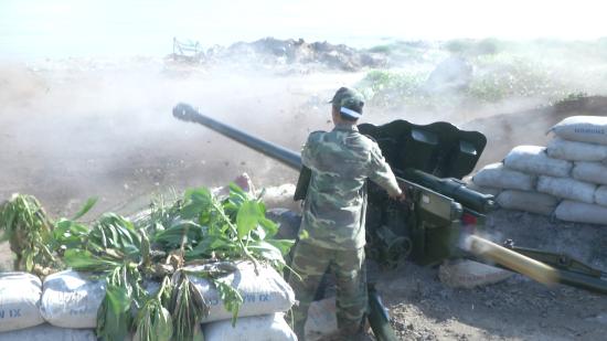 Lực lượng pháo binh thực hành đánh địch đổ bộ đường biển. Ảnh: Văn Tánh
