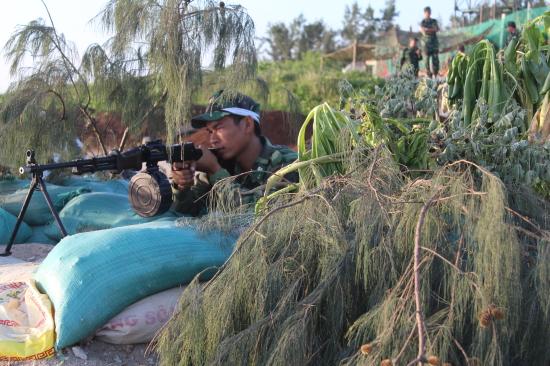 Cán bộ, chiến sĩ Đồn BP Lý Sơn, BĐBP Quảng Ngãi tham gia thực binh đánh địch đổ bộ đường biển. Ảnh: Văn Tánh